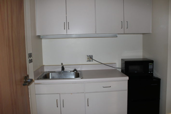 photo of hotel-style kitchenette