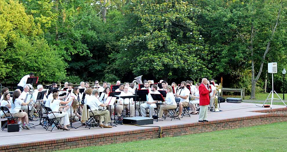 Jazz, Winds perform outdoor concert