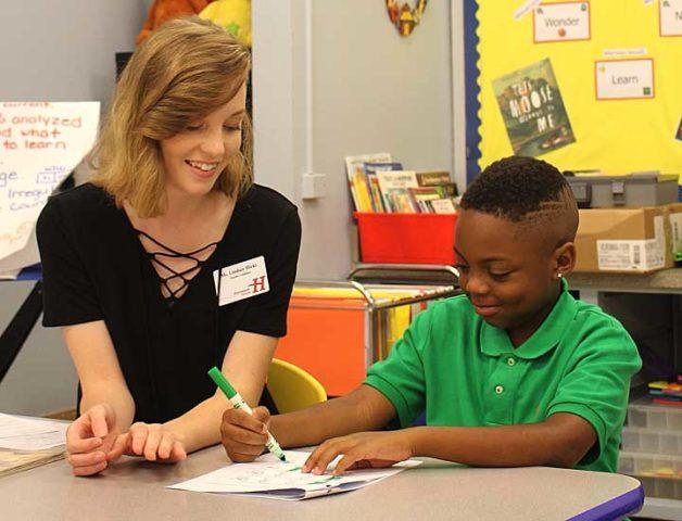 Lindsey Hicks teaching student